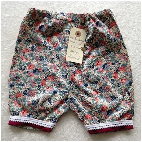 Bukser m. røde og grønne blomster
