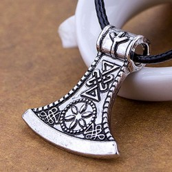 Halssmykke med vikingeøkse